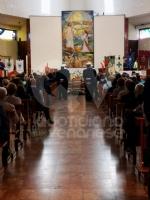 RIVOLI - Laddio a Massimiliano Pirrazzo: una folla commossa in chiesa per lultimo saluto - FOTO - immagine 8