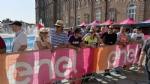 GIRO DITALIA A VENARIA - Grande folla per la carovana del Giro - FOTO - immagine 8