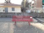 VENARIA - Sei panchine rosse per dire «NO» alla violenza sulle donne: dipinte dalla Factory - immagine 8