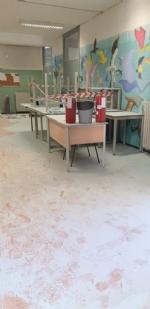 COLLEGNO - Idioti scaricano acqua ed estintori nelle aule della scuola: danni alla Gramsci - FOTO - immagine 8