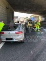 COLLEGNO - Incidente in tangenziale: tre veicoli coinvolti, unauto ribaltata e quattro feriti - immagine 8