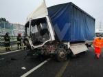 RIVOLI - Incidente in tangenziale: ferito autotrasportatore. Caos e lunghe code - FOTO - immagine 8