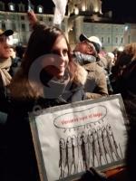VENARIA - Tante «sardine» venariesi alla manifestazione di questa sera in piazza Castello - immagine 9