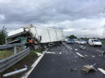 RIVOLI-COLLEGNO - Doppio incidente in tangenziale: auto contro guardrail e tir su una scarpata - immagine 9