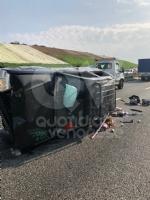 COLLEGNO - Doppio incidente in tangenziale: auto ribaltata, traffico in tilt. - immagine 9