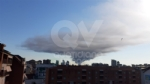 INCENDIO A SETTIMO - A fuoco una ditta, colonna di fumo visibile anche dalla tangenziale FOTO - immagine 9