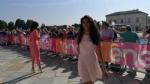 GIRO DITALIA A VENARIA - Grande folla per la carovana del Giro - FOTO - immagine 9