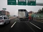 RIVOLI - Incidente in tangenziale: ferito autotrasportatore. Caos e lunghe code - FOTO - immagine 9