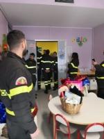 RIVOLI - I vigili del fuoco di Grugliasco, Rivoli e Rivalta in visita ai bambini ricoverati in ospedale - immagine 9