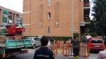 BORGARO - Paura per il crollo del paramano di un palazzo - VIDEO - immagine 1
