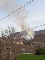 VAL DELLA TORRE-CASELETTE - Incendio boschivo: Aib e pompieri in azione per spegnerlo - immagine 1