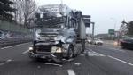INCIDENTE IN TANGENZIALE - Si schiantano due mezzi pesanti: lunghe code e caos - immagine 1