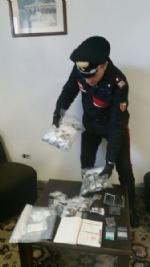 VENARIA-TORINO - Vogliono comprare droga ma sono due carabinieri: pusher arrestato - FOTO - immagine 3