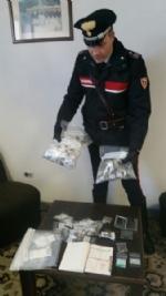 VENARIA-TORINO - Vogliono comprare droga ma sono due carabinieri: pusher arrestato - FOTO - immagine 1