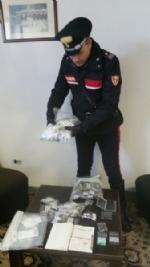 VENARIA-TORINO - Vogliono comprare droga ma sono due carabinieri: pusher arrestato - FOTO - immagine 2