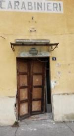 VENARIA - Messa in sicurezza la porta dellex caserma dei carabinieri di via Medici del Vascello - immagine 1
