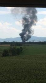 TORINO-BORGARO - Grave incendio in strada Villaretto: colonna di fumo nero altissima - FOTO - immagine 2