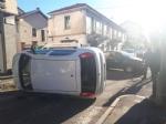 VENARIA - Un altro incidente stradale in centro: auto ribaltata in viale Buridani - FOTO - immagine 2
