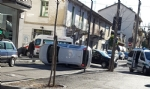 VENARIA - Un altro incidente stradale in centro: auto ribaltata in viale Buridani - FOTO - immagine 4