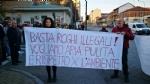 VENARIA-BORGARO - Trecento persone per dire «basta» ai roghi e al degrado di strada Aeroporto - immagine 2