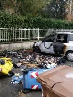 MAPPANO - Incendio distrugge unauto e dei cassonetti in via Rivarolo: potrebbe essere doloso - immagine 2