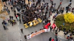 VENARIA G7 - IL CORTEO ENTRA IN CITTA: TENSIONE ALTISSIMA IN CENTRO - FOTO E VIDEO - immagine 6