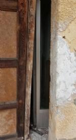 VENARIA - Messa in sicurezza la porta dellex caserma dei carabinieri di via Medici del Vascello - immagine 2