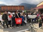 VAL DELLA TORRE - Tanti bambini per larrivo della torcia degli «Special Olympics» - immagine 4