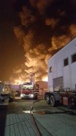 PIANEZZA-COLLEGNO - A fuoco i capannoni della ditta «Omnia Recuperi» di strada Signagatta - immagine 8