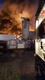 PIANEZZA-COLLEGNO - A fuoco i capannoni della ditta «Omnia Recuperi» di strada Signagatta - immagine 9
