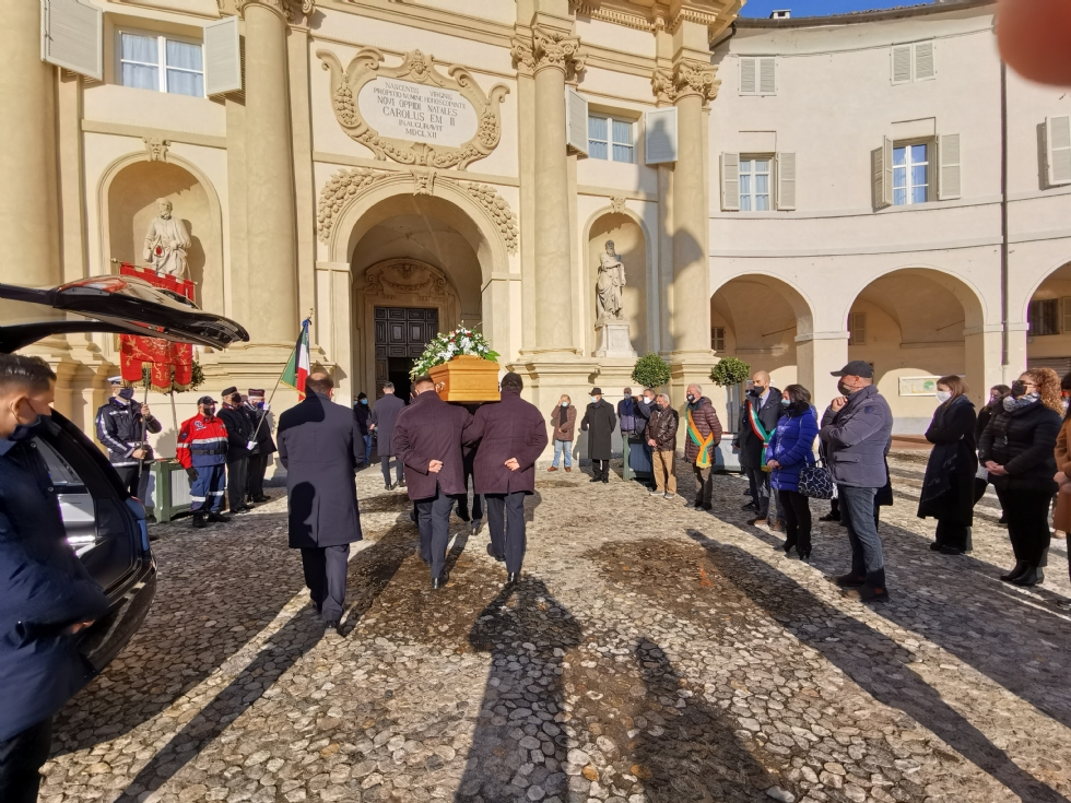 VENARIA - In tanti al funerale del maresciallo Salvatore Tirrito - FOTO