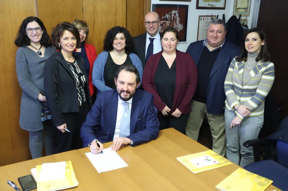 ZONA OVEST - Sette Comuni firmano a Grugliasco il «Patto della Legalità»