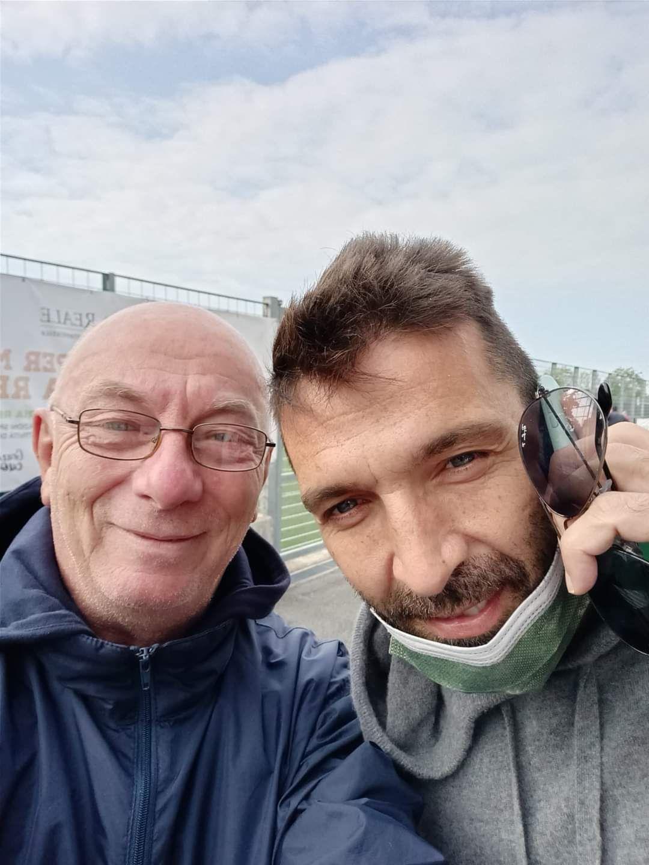 VENARIA - Tra il pubblico del Don Mosso spunta Gigi Buffon: il portiere del Parma guarda la partita del figlio