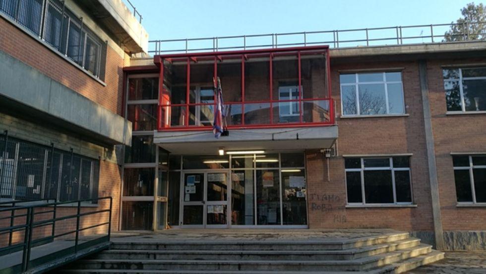 VENARIA - Fessurazioni nel solaio della scuola Rigola: chiuse d'urgenza sei classi
