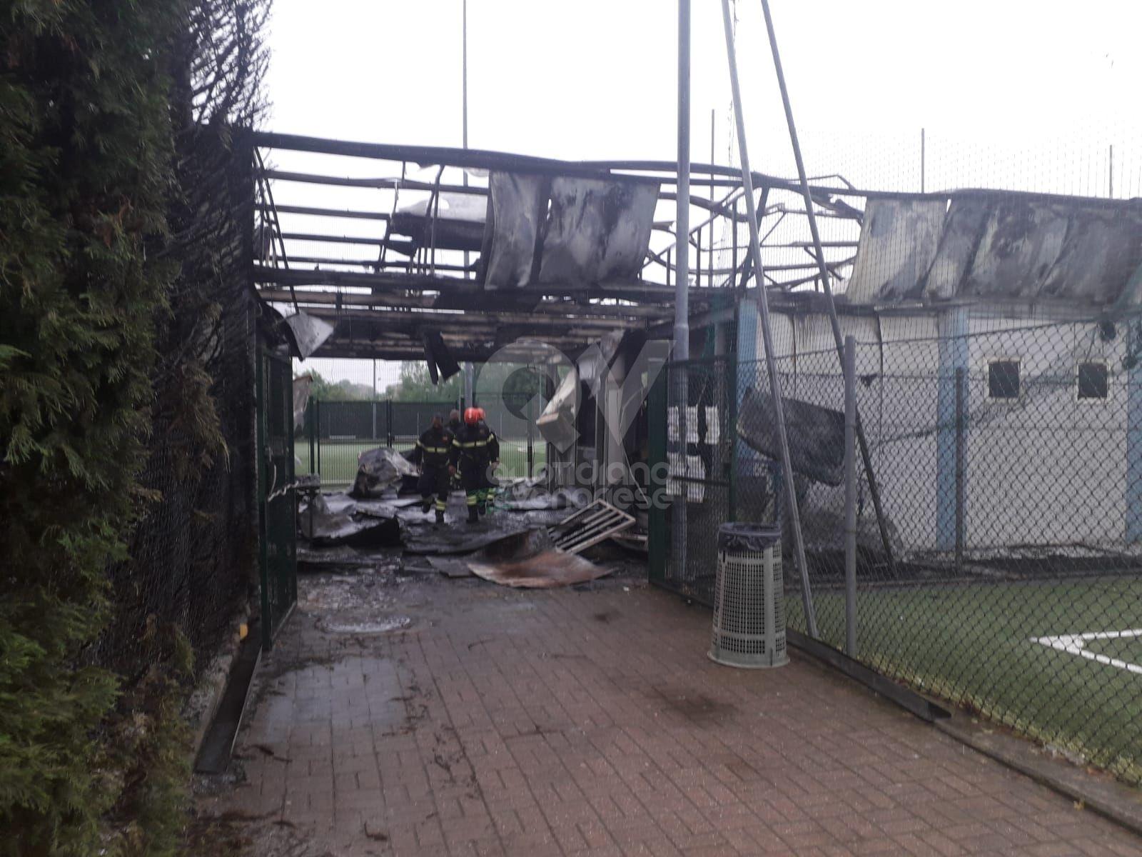 VENARIA - Dopo l'incendio, conta dei danni allo Sport Club: danneggiati spogliatoi e uffici