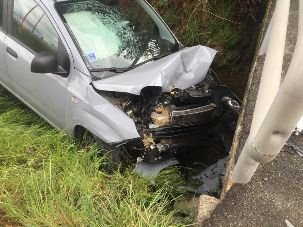 CASELLE - Finisce fuori strada con la sua auto, colpendo un muro del canale irriguo: in ospedale