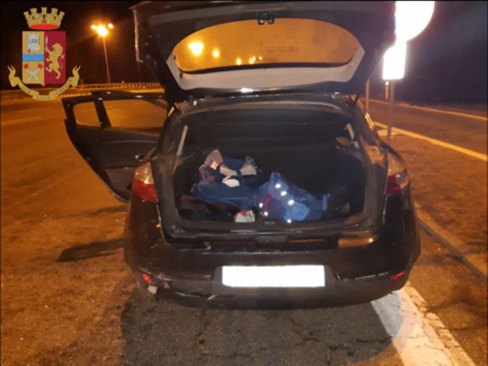 RIVOLI - «Passeur» arrestato dalla polizia: nel bagagliaio nascondeva due persone