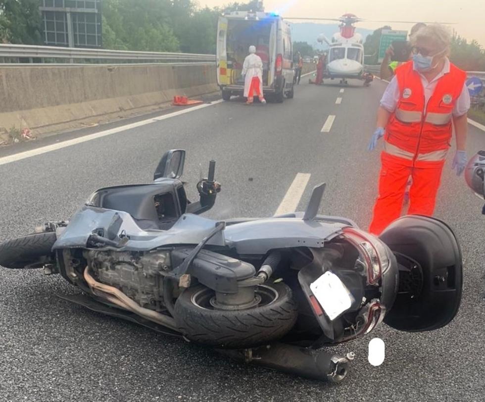 RACCORDO TORINO-CASELLE - Furgone e scooter entrano in collisione: grave donna, ora al Cto