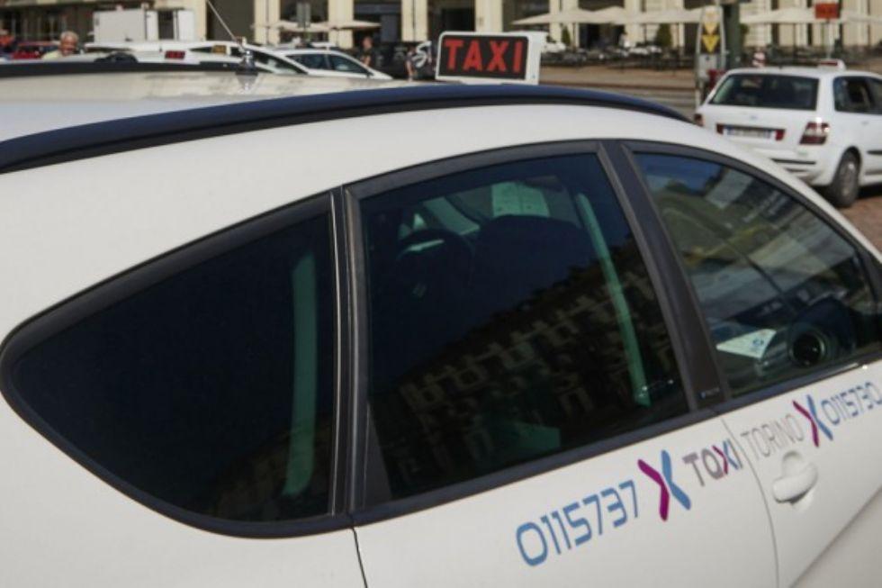ALPIGNANO-TORINO - Chiama il taxi, non paga la corsa e aggredisce il conducente: arrestato