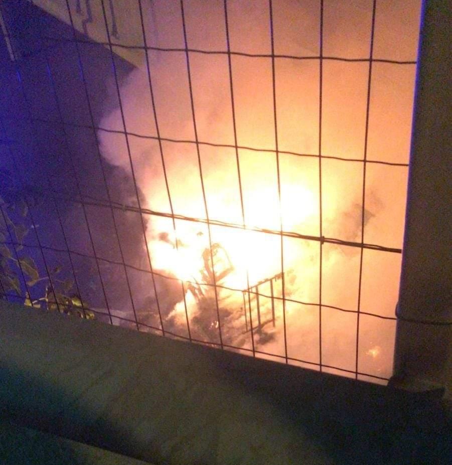 COLLEGNO - Camper a fuoco sotto il cavalcavia di corso Francia: indaga la polizia municipale - FOTO