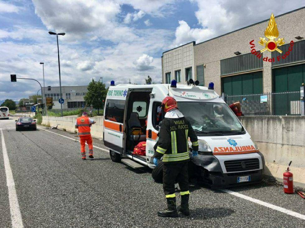 ALPIGNANO - Incidente stradale nella zona industriale: coinvolta un'ambulanza della Croce Verde