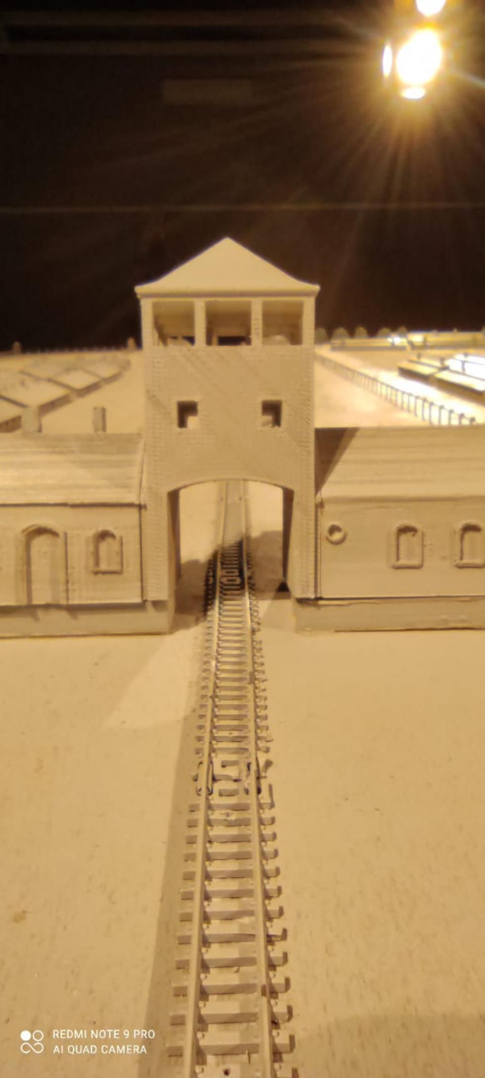VENARIA - «Dentro Auschwitz»: Retroscena, Biblioteca e 296 Model ricordano quel dramma
