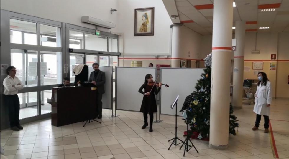 RIVOLI - Inizia sotto il segno della musica il 2021 all'ospedale - VIDEO