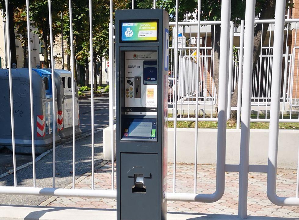 VENARIA - Pagamento sosta auto, stop al tagliando: basterà digitare la targa nel parchimetro