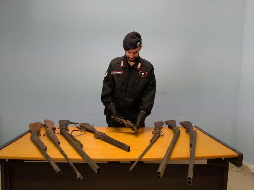 DRUENTO - Nell'appartamento trovati fucili e materiale bellico: pensionata finisce nei guai