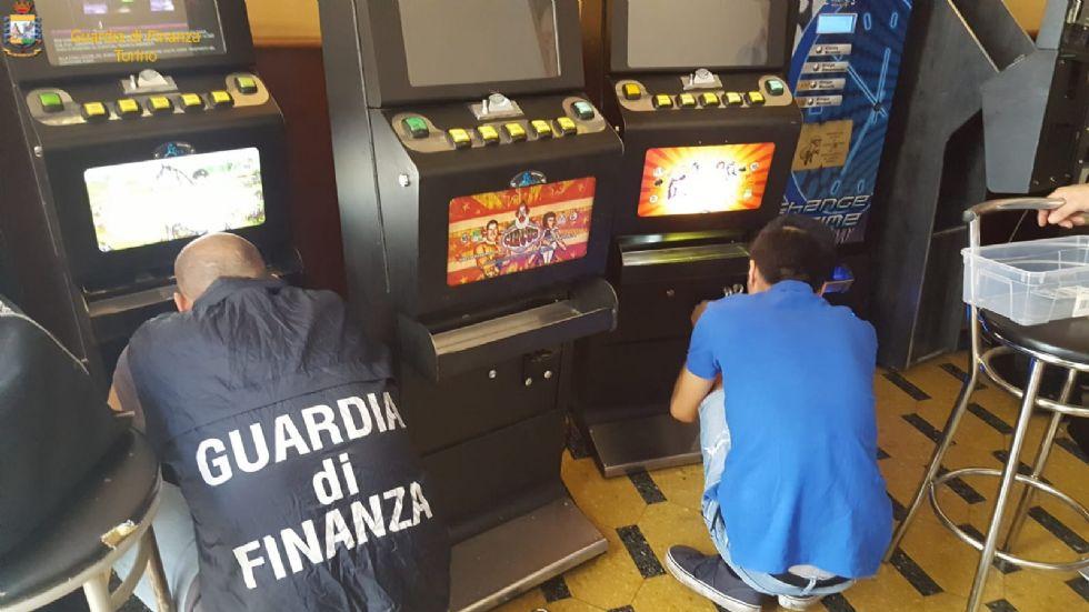 GRUGLIASCO-PIANEZZA-ALPIGNANO - Videoslot manomesse sequestrate dalla Guardia di Finanza
