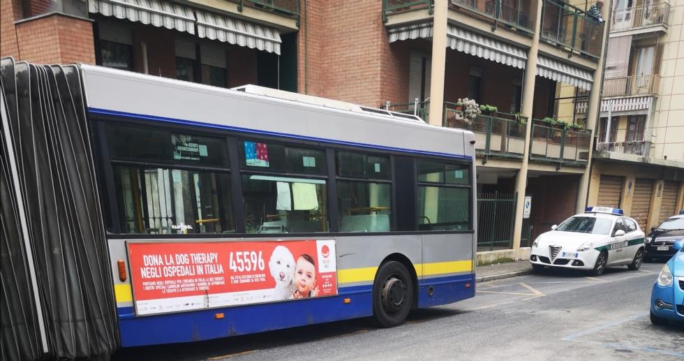 VENARIA - Autobus colpisce l'auto della polizia municipale: civich rimane ferito