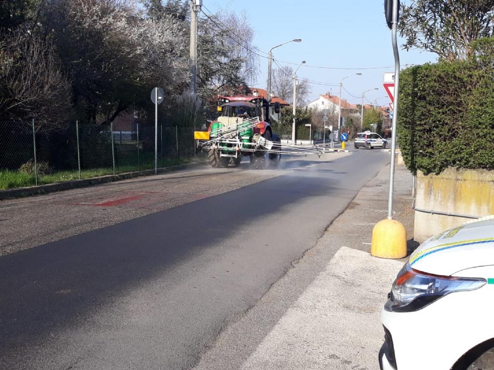 SAN GILLIO - Coronavirus, sanificate le strade. Cotterchio: «Prima il bene della nostra comunità»