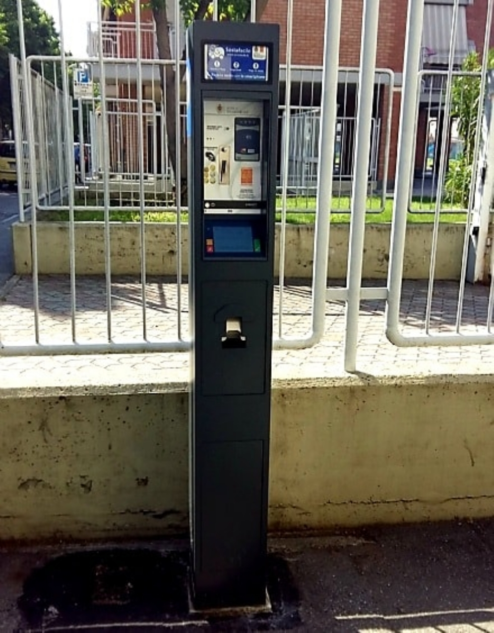VENARIA - Con la zona rossa torna la sospensione della sosta a pagamento