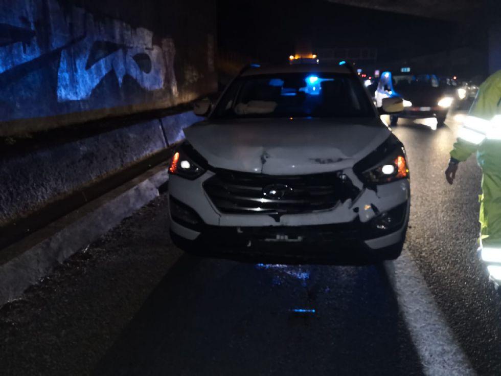 COLLEGNO - Scontro fra un carro attrezzi e una Megane: due feriti, tra cui un 44enne di Venaria